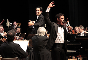 Sob regência de Sergei Eleazar de Carvalho e com Martins ao piano, Jean William interpreta obras de Gaetano Donizetti e Adoniran Barbosa. Foto: Junior Ruiz