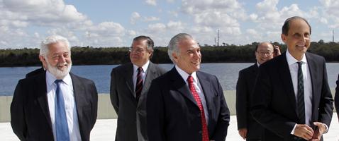 Da esq. p/ dir.: Vicente Loscertales, secretário-geral do BIE, Michel Temer, vice-presidente da República, e Paulo Skaf, presidente da Fiesp, em Brasília