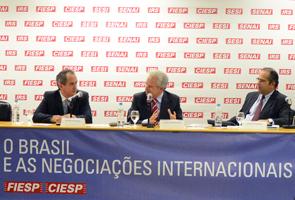 Da esq. p/ dir.: Maurício do Val, Mario Marconini e Welber Barral, durante seminário na Fiesp