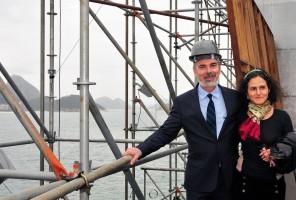 O ministro Antonio Patriota (Relações Exteriores) e a diretora e cenógrafa Bia Lessa, durante visita às obras do Humanidade 2012, no Forte Copacabana, no Rio