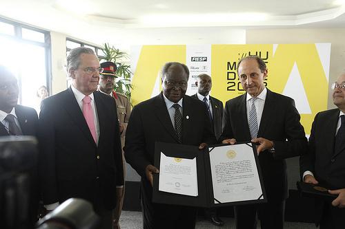 Paulo Skaf entrega comenda ao presidente do Quênia. Foto: Everton Amargo