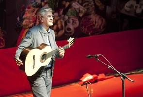 O cantor Caetano Veloso, durante show no Humanidade 2012
