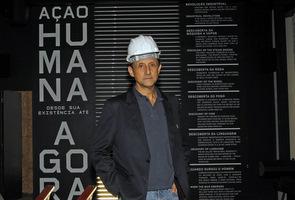 Paulo Skaf, presidente da Fiesp, acompanha de perto últimos preparativos da obra do Humanidade 2012