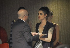 Jean Carlos recebe o prêmio do concurso Jovens Talentos da Moda Senai-SP. Egberto Alves