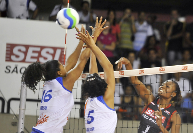 Campeonato paulista de vôlei feminino. Sesi-SP x Sollys/Nestlé. Foto: Everton Amaro