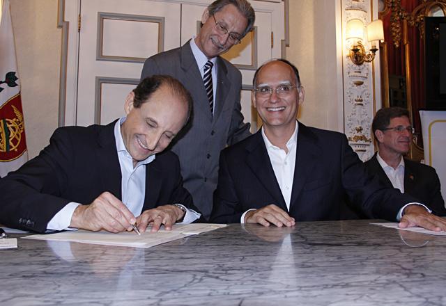 Assinatura escritura doação terreno escola Sesi-SP em Santos. Paulo Skaf e João Paulo Tavares Papa. Foto: Junior Ruiz