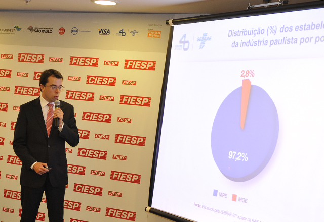 Bruno Caetano, do Sebrae-SP, apresentando números de faturamento. Foto: Everton Amaro