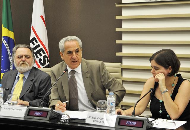 Da esquerda para a direita, Adhemar Bahadian, Walter Lazzarini, Helena Carrascosa von Glehn. Foto: Julia Moraes