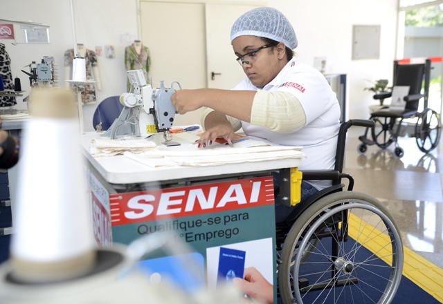 """Sara: """"Saí do Senai-SP direto para uma grande empresa"""". Foto: Everton Amaro/Fiesp"""