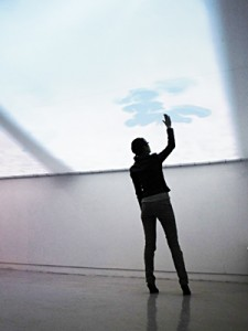 Instalação Cloud Pink: visitantes poderão tocar em nuvens num painel. Foto: Divulgação