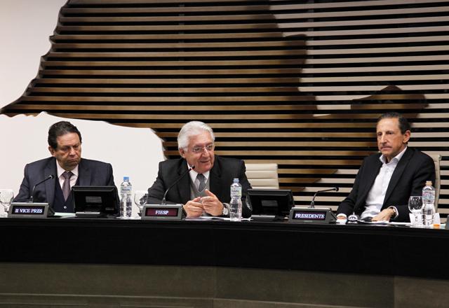 Afif (ao centro) e Skaf  na reunião ordinária da diretoria da Fiesp: menos burocracia para as micro e pequenas empresas. Foto: Junior Ruiz/Fiesp