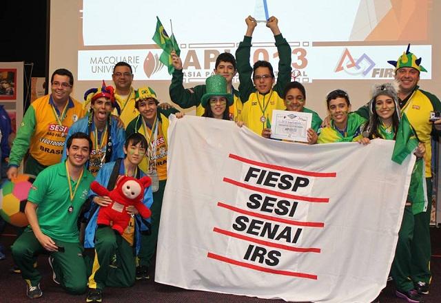 Os alunos campeões do Sesi-SP: destaque em vários campeonatos. Foto: Fiesp
