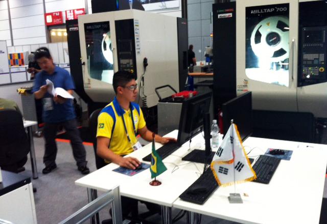 Bruno Ramalho em prova de construção de moldes no WorldSkills: treinamento pesado. Foto: José Carlos Dalfré