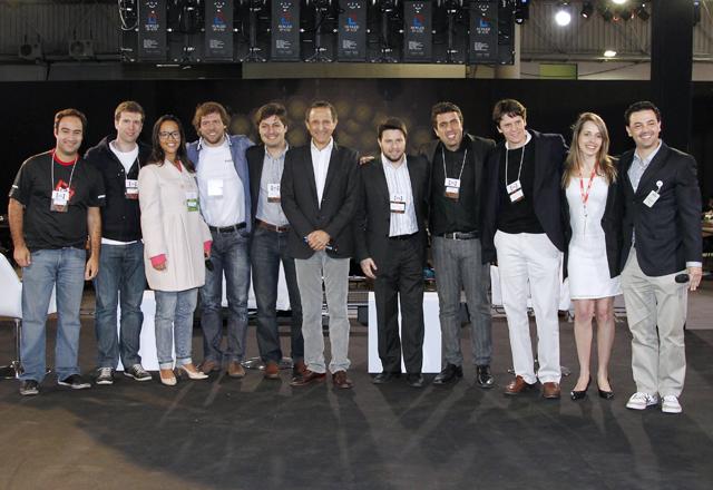 Paulo Skaf com os vencedores do Acelera Startup, no Anhembi, em setembro. Foto: Ayrton Vignola/Fiesp