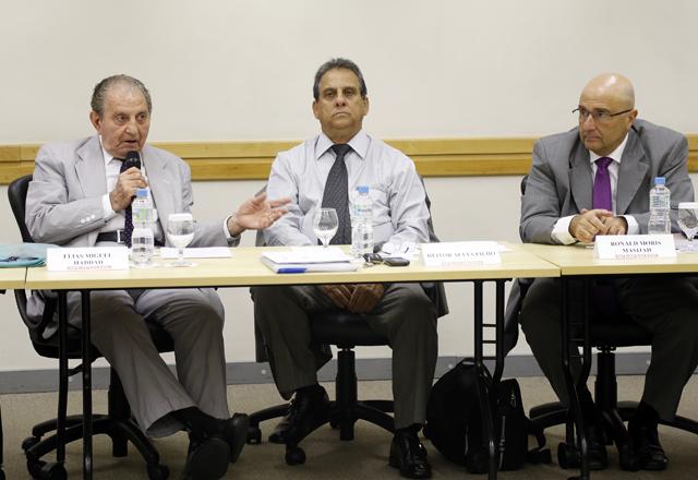 Da esquerda para a direita: Haddad, Alves Filho e Masijah na reunião do  Comtextil. Foto: Julia Moraes/Fiesp