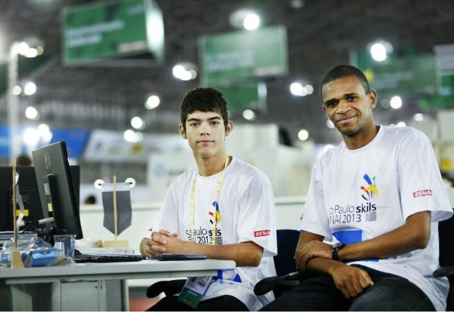 """Anderson, à esquerda, e Ricardo: gosto por """"coisas difíceis"""" e vontade de se superar. Foto: Everton Amaro/Fiesp"""
