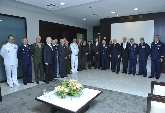 Skaf (ao centro) e as autoridades militares homenageadas com jantar nesta quinta-feira (31/10). Foto: Beto Moussalli/Fiesp