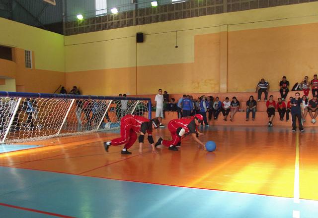 A equipe de goalball do Sesi- SP durante jogo: bastam três jogadores em cada time. Foto: Divulgação
