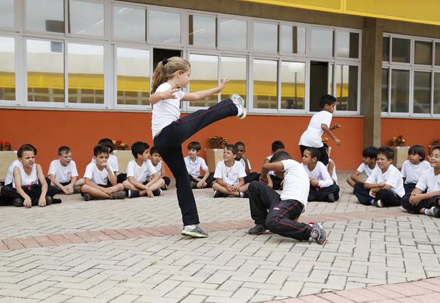 Alunos do Sesi-SP em Hortolândia em roda de capoeira: educação, esporte e cultura. Foto: Ayrton Vignola/Fiesp