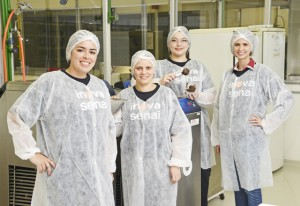 A equipe responsável pelo sorvete na escola do Senai-SP da Barra Funda. Foto: Everton Amaro/Fiesp