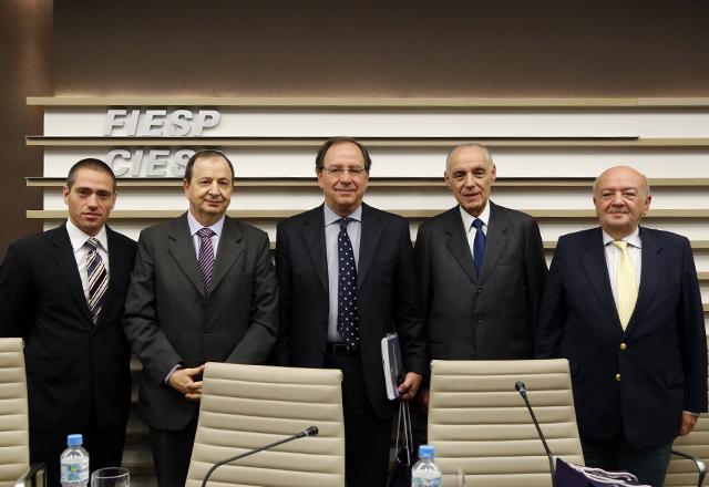 Da esquerda para a direita: Heri Ozi Cukier,Yoel Barnea, Roberto Giannetti, James Blay e Itzhak Shoham. Foto: Tâmna Waqued/Fiesp