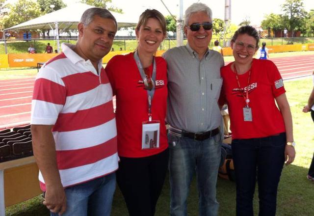 Vicioni, o terceiro da esquerda para a direita, prestigiou o evento em Piracicaba neste sábado (07/12). Foto: Divulgação