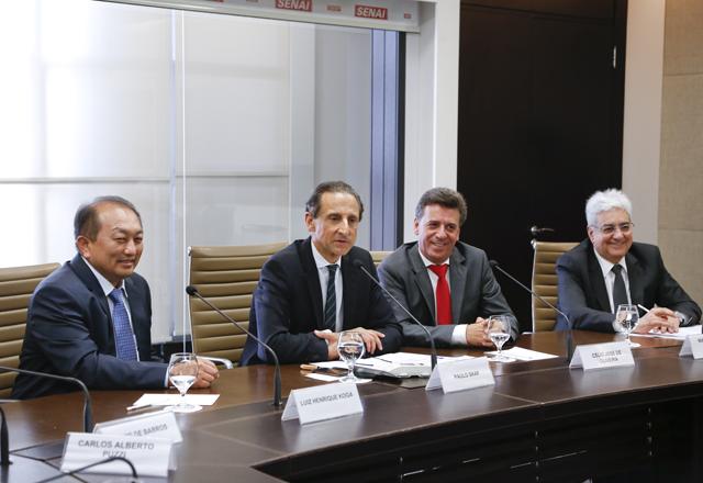 Da esquerda para a direita: Koga, Skaf, Oliveira e Vicioni Gonçalves: em nome da educação. Foto: Tâmna Waqued/Fiesp