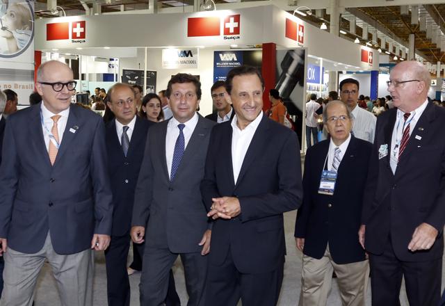 Skaf (ao centro) no 32º Congresso Internacional de Odontologia. Foto: Ayrton Vignola/Fiesp