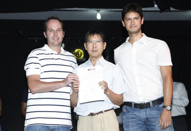 Da esquerda para a direita: Pflug, Nakashima e Nava: parceria em nome de Itaquaquecetuba. Foto: Everton Amaro/Fiesp