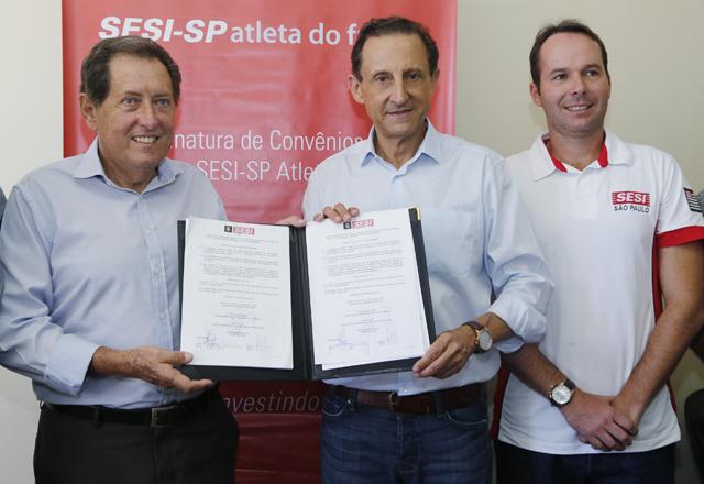 A partir da esquerda: Santurbano, Skaf e Pflug na assinatura do convênio que leva o PAF para São José do Rio Pardo. Foto: Ayrton Vignola/Fiesp