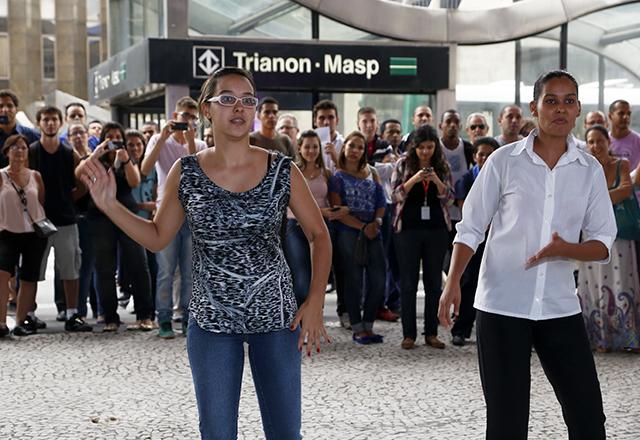 Mariane, à esquerda, e Sheiliane: amor pela dança e aplausos do público. Foto: Beto Moussalli/Fiesp