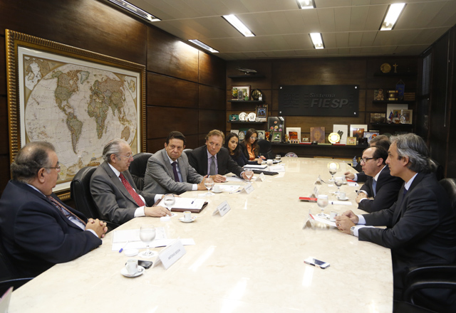 A reunião no Derex com o embaixador do Paraguai.
