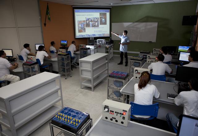 Sala de aula da escola do Senai-SP no Tatuapé: referência para a formação de mão de obra na área. Foto: Everton Amaro/Fiesp