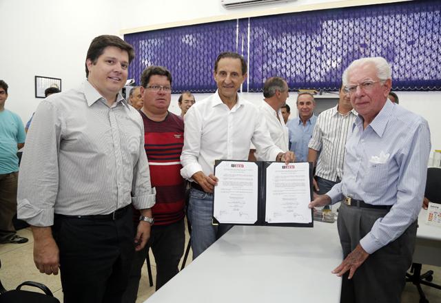 Skaf, ao centro, e Biazzo: possibilidade de inclusão de mais modalidades no PAF em Aguaí. Foto: Tâmna Waqued/Fiesp