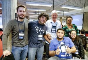 Osvaldo, ao centro, de branco, e equipe: networking e muita animação. Foto: Tâmna Waqued/Fiesp