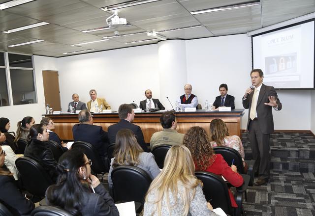 Blum em sua apresentação no debate: informações usadas de forma inadequada. Foto: Everton Amaro/Fiesp