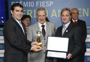 A partir da esquerda: Santos, Reis e Rossi. Sustentabilidade em toda a organização. Foto: Everton Amaro/Fiesp