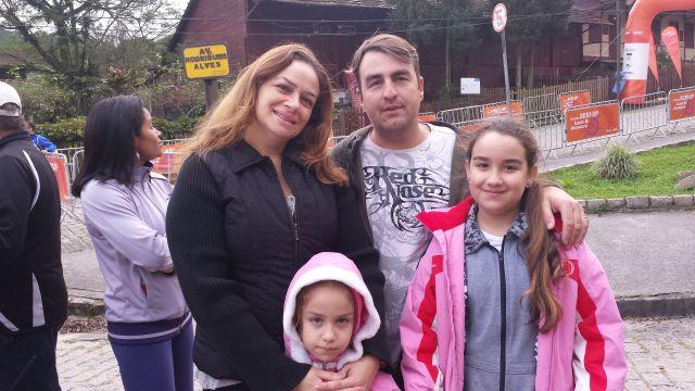 Valquíria, Claudio, Julia e Letícia: diversão em família que valeu o esforço de acordar cedinho no domingo.  Foto: Isabela Barros/Fiesp