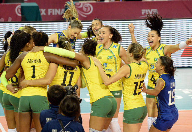 Jogadoras brasileiras comemoram a vitória neste domingo (24/08). Foto: GetPhoto