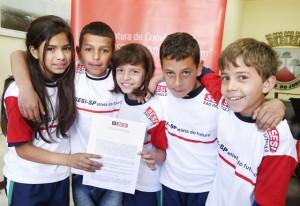 Futuros atletas na assinatura do PAF em Campos do Jordão: programa deve ser ampliado na cidade em breve. Foto: Tâmna Waqued/Fiesp