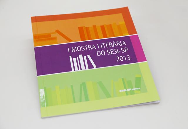 O livro com textos e ilustrações dos alunos do Sesi-SP: registros do cotidiano. Foto: Beto Moussalli/Fiesp