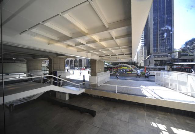 Acesso ao prédio a partir da Paulista: integração com a avenida. Foto: Everton Amaro/Fiesp