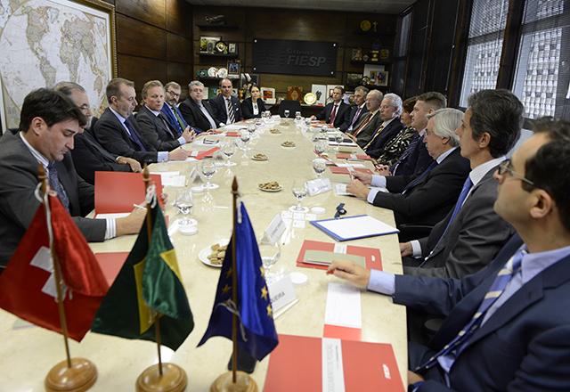 Membros do Derex e representantes europeus. Foto: Hélcio Nagamine