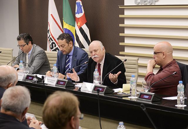 Roberto Paranhos mediou o encontro desta sexta-feira (14/11) Foto: Hélcio Nagamine