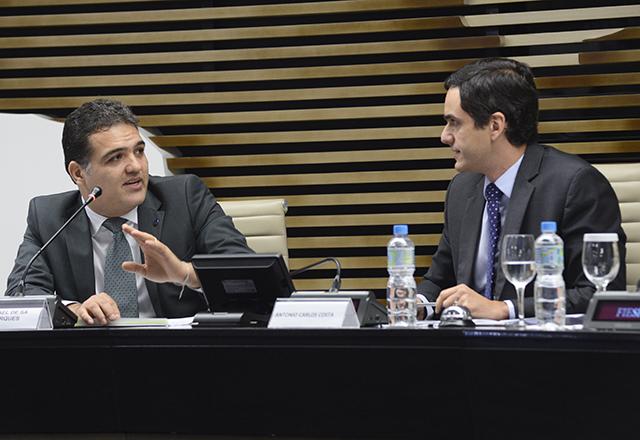 """Gabriel Di Blasi e Antonio Carlos Costa (DMA) na apresentação """"Marco Legal da Biodiversidade"""". Foto: Helcio Nagamine"""