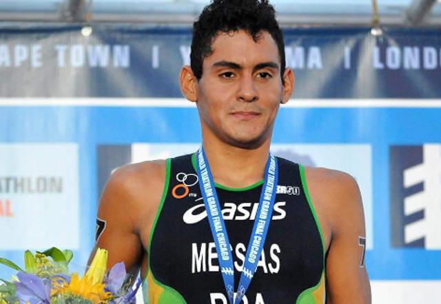 Manoel Messias assume o primeiro lugar do pódio de triathlon em Chicago. Foto: ITU/Divulgação