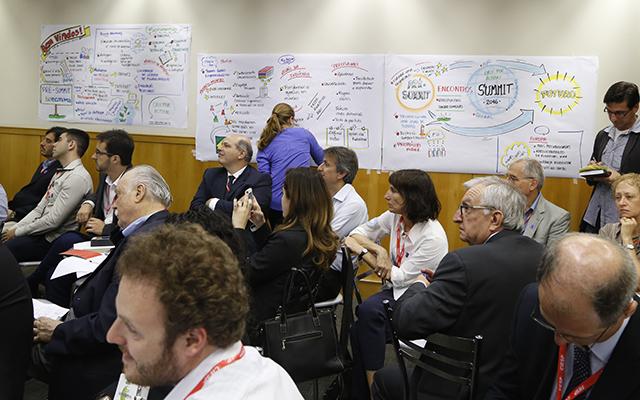 A chuva de ideias vira representação no papel, durante o pre-summit. Foto: Helcio Nagamine/Fiesp