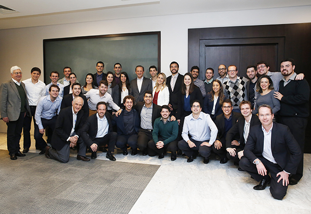Paulo Skaf com os selecionados para o Programa Gestor Trainee Sesi-SP